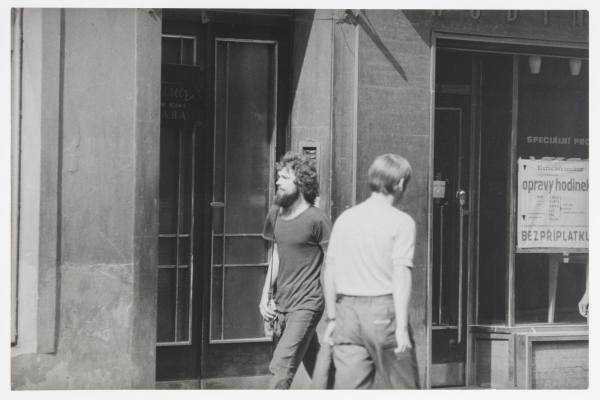 Jiří Kovanda, Contact, September 3rd 1977, Prague, Spálená and Vodičkova Streets, Going Down the Street I Lightly Bump into Passers-by, 1977, Photo: NGP, by kind permission of the artist