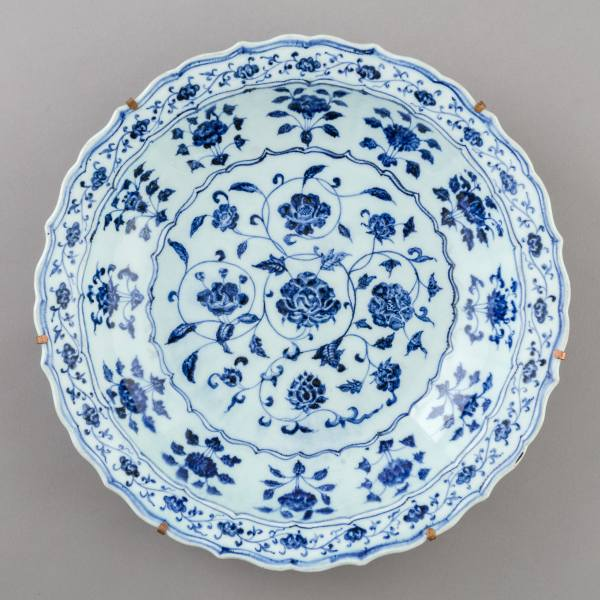 Large plate with flower scrollwork, China, Ming dynasty, Yongle era (1402–1424)