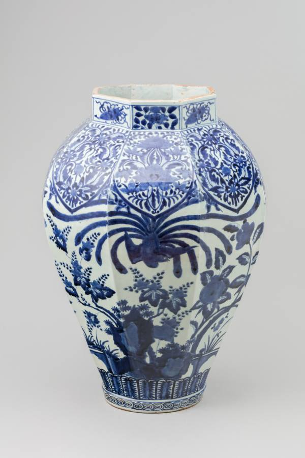 Octagonal jar with the motif of garden, Japan (Arita), 1690–1730